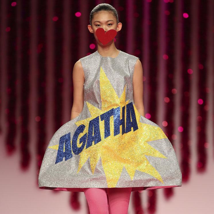 La estética pop se apodera de la colección más brillante de Ágatha Ruiz de la Prada