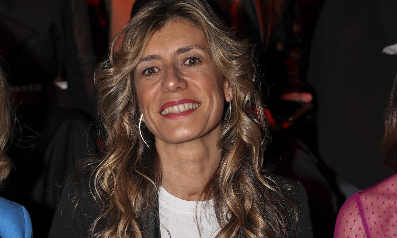 Begoña Gómez vuelve a apoyar la moda española, esta vez con un 'look' con mensaje