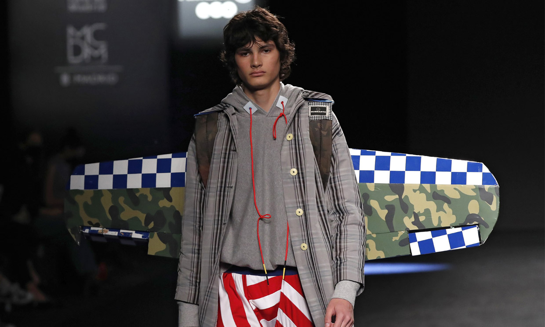 Rubearth, ganador del premio Mercedes-Benz Fashion Talent en la pasarela joven de Fashion Week Madrid
