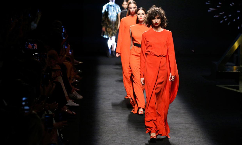 Dos décadas de moda española resumidas en el desfile más emotivo de Fashion Week Madrid